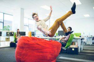 Promova eventos rápidos, econômicos e descontraídos para motivar funcionários.